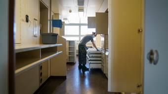 Ein Spitalsoldat der Armee im Einsatz im Kantonsspital Frauenfeld.