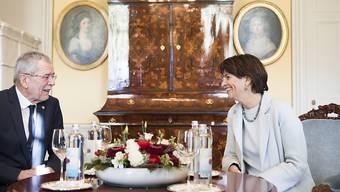 Verstehen sich: Der österreichische Präsident Alexander van der Bellen und Bundespräsidentin Doris Leuthard.