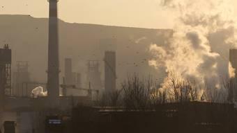 Stahlwalzfabriken im nordchinesischen Shougang: Insbesondere die USA werfen Peking vor, durch Subventionen den Stahlpreis zu manipulieren. Eine Einigung ist weiterhin nicht in Sicht. (Archivbild)