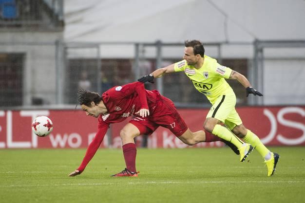 Marco Mathys gegen Michael Perrier (re.)