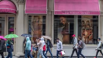 """Das wegen Image-Problemen und sinkender Verkaufszahlen ohnehin kriselnde Dessous-Label """"Victoria's Secret"""" steht vor weiteren Problemen. Der vereinbarte Verkauf kommt möglicherweise nicht zustande. (Archivbild)"""