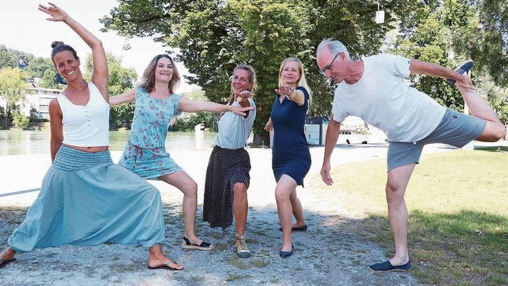 Fünf von zehn Yogalehrern, die bei den ersten Yoga-Tagen Aarau unterrichten: Chantal Koenig, Nadja Nickelsen, Sevil Sülgün, Natascha Schaad und David Scherwey (v.l.).