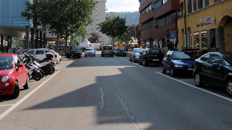 Eine komplett verkehrsfreie Bahnhofstrasse könnte attraktiver sein - die Meinungen darüber teilen sich aber.
