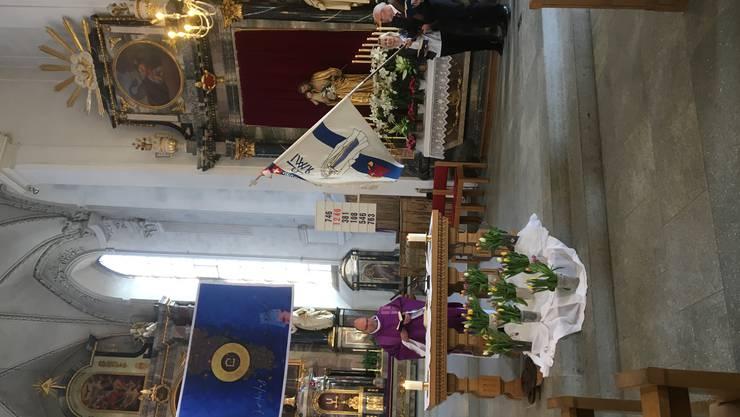 Präses Pfarrer Essig leitet die Eucharistiefeier in der Stadtkirche Baden