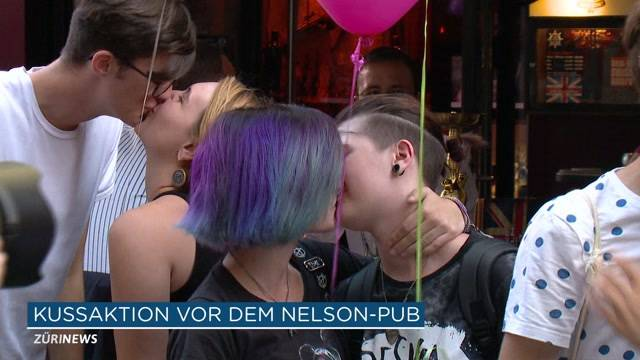 Kiss-In vor Nelson Pub