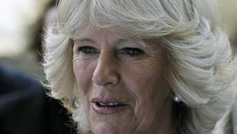 Camilla hat linkes Wadenbein gebrochen