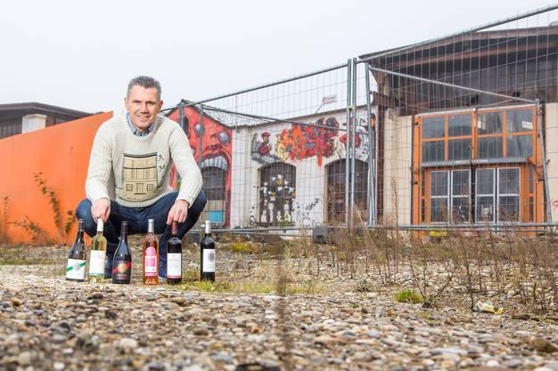 """20 Prozent jeder verkauften Flasche Wein will er """"meinstadion.ch"""" zukommen lassen."""