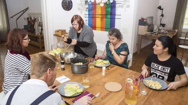 Selbstbestimmt und ins Quartier eingebettet. Die eben eröffnete Aussenwohngruppe des Discherheims soll zeigen, wie Menschen mit Beeinträchtigungen in Zukunft leben könnten.