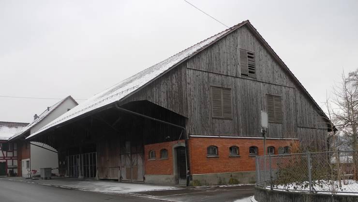 Die Gemeindescheune an der Dorfstrasse muss dem neuen Gemeindehaus weichen.