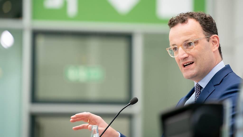 Jens Spahn (CDU), Bundesminister für Gesundheit, spricht nach der Sitzung des Bundeskabinetts auf einer Pressekonferenz zum Krankenhauszukunftsgesetz.