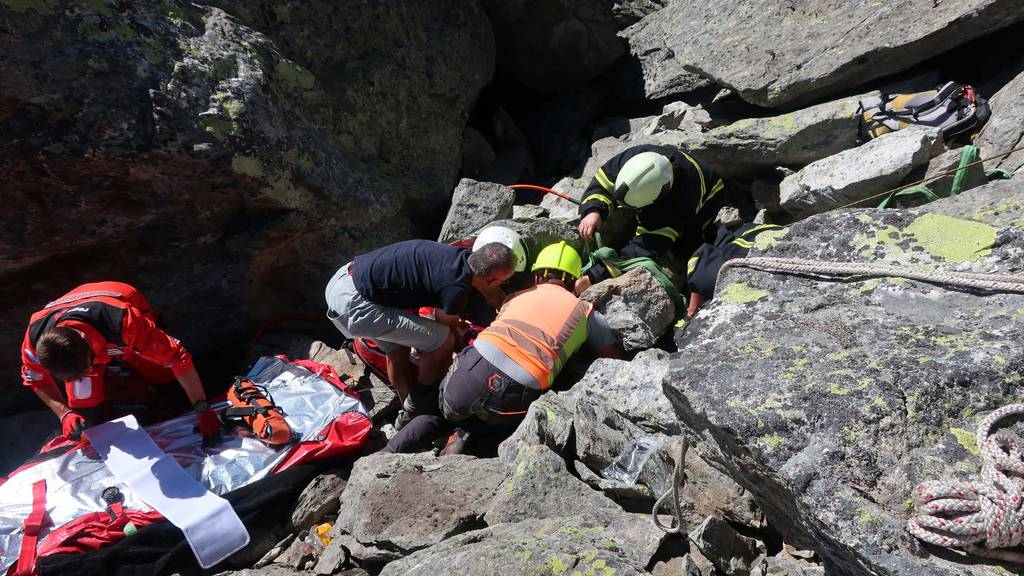 Wanderin unter Felsblock eingeklemmt