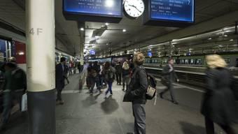SBB, Bahnreisende, Bahnhof Bern, Anzeigetafel