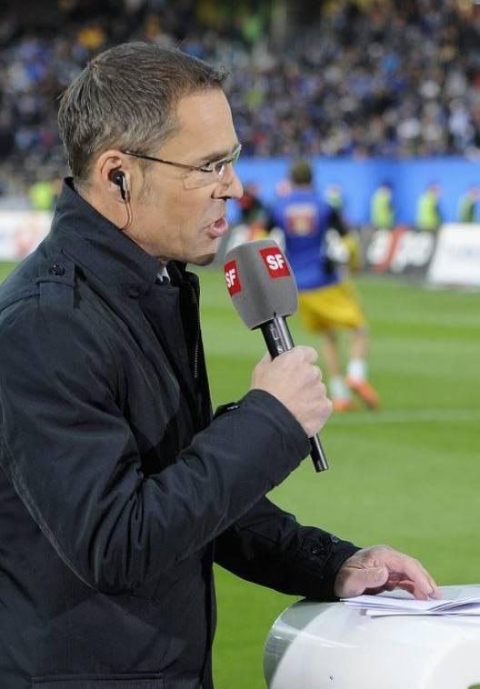Schneller Transfer: Innert kürzester Zeit wechselte Matthias Hüppi vom Fernsehstudio ins Fussballstadion.
