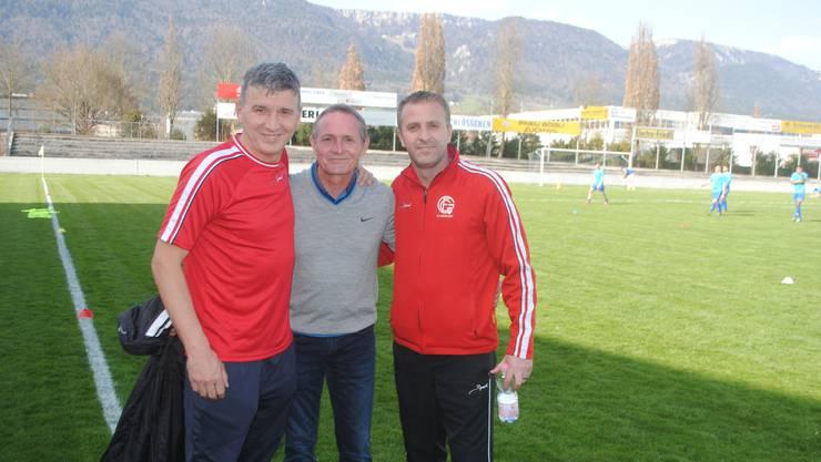 Assistenztrainer Jashar Ajdini (links) und Trainer Perparim Redzepi (rechts), hier mit Vorstandsmitglied Daniel Emch.