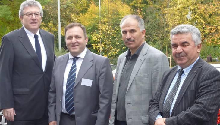 Botschafter Tanju Sümer mit Hikmet Dagci, Präsident Anadolu-Helvetia Solothurn, Imam Abdullah Karaköcek und Attaché Ahmet Akim, Beauftragter für religiöse Angelegenheiten.