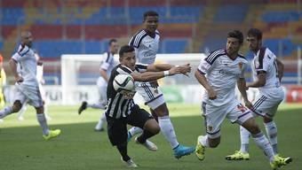Davide Callà (Mitte) und Matias Delgado (rechts) sorgten mit je zwei Toren für den Unterschied im Cupspiel zwischen YF Juventus und dem FC Basel.