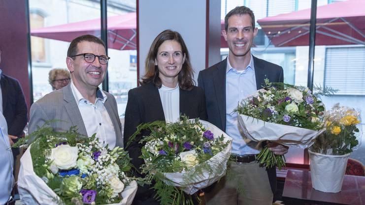 Mathias Jauslin (links) und Thierry Burkart (rechts) sind im Nationalrat bestätigt. Auf den ersten Ersatzplatz schafft es Maja Riniker (Mitte). Wird Burkart im 2. Wahlgang der Ständeratswahlen gewählt, rutscht sie für ihn in den Nationalrat nach.