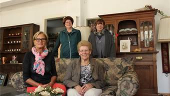 Das Team der Brockenstube. Vorne von links: Regula Lüthi, Therese Mathys; hinten von links: Doris Rieger, Anne-Lise Widmer.