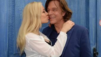 Schlagersänger Jürgen Drews ist nach seiner kürzlichen Operation in besten Händen: Seine Frau Ramona (links) lässt ihren Liebsten nicht mehr aus den Augen. (Archivbild)