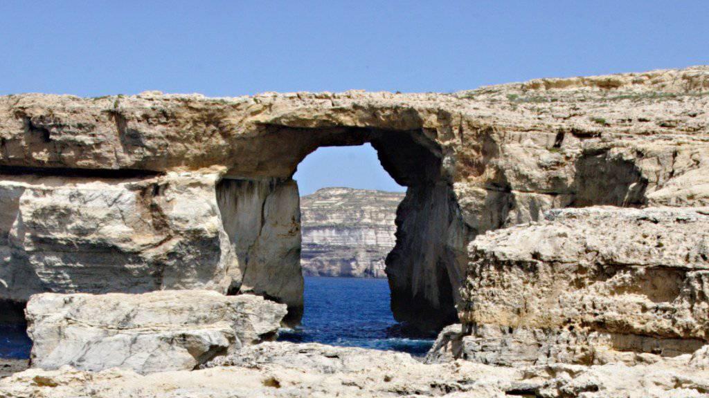 So sah das Felsentor auf der zu Malta gehörenden Insel Gozo einst aus - nun ist nichts mehr von ihm übrig. (Archiv)