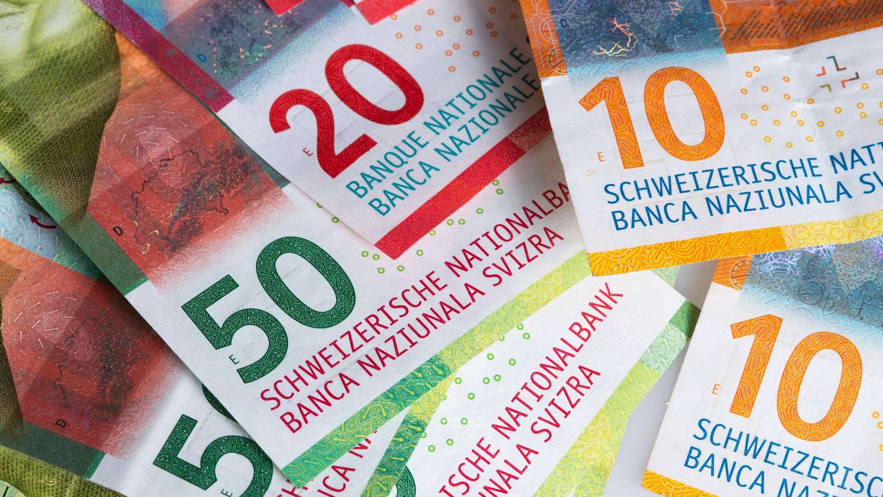 Ein Sparkonto bei einer Schweizer Bank lohnt sich in den meisten Fällen kaum. Laut einer neuen Auswertung lagen die Zinssätze im Schnitt bei 0,05 Prozent.