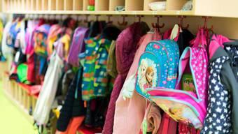 Kinderbetreuungs-Institutionen dürfen ohne Sonderbewilligung nachts keine Mitarbeiter beschäftigen. (Symbolbild)