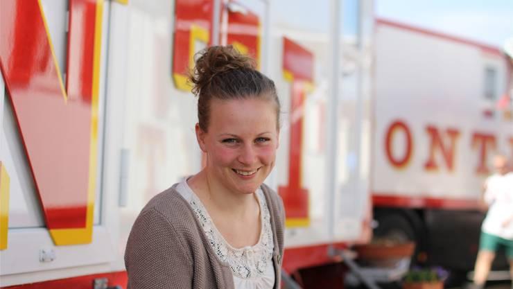 Melissa Frick geniesst das Zirkusleben, auch wenn die Wohnwagen nicht viel Raum für Privatsphäre lassen. cnd