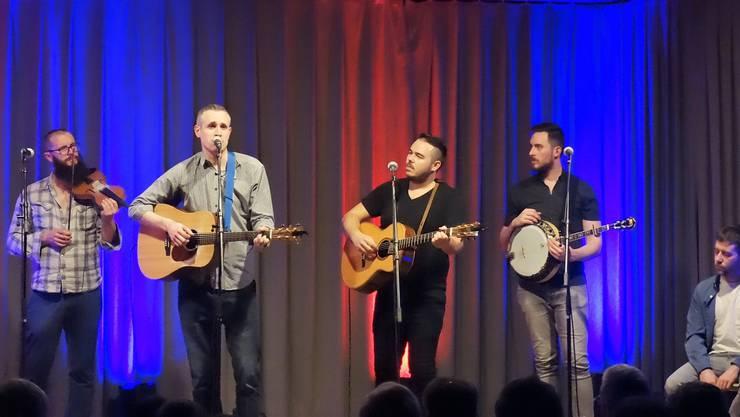 Die Irish Folk-Band The Rapparees besteht aus 3 Nordiren und 2 Schotten_v.l.n.r Kevin (NIR), Joe (NIR), Paul (SCO), Connor (SCO) und Dermot (NIR)