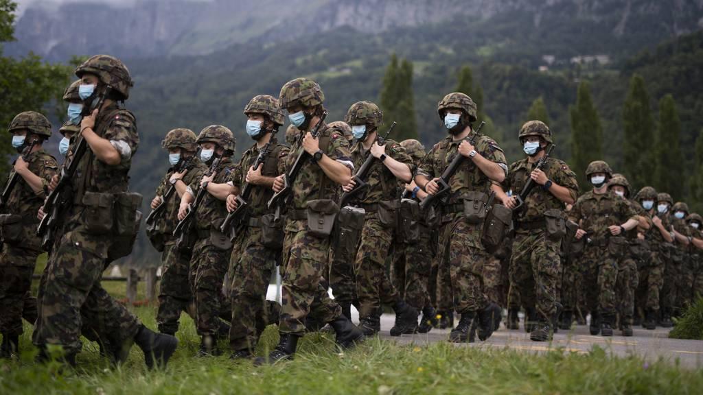 Ein Offizier der Schweizer Armee soll eine Soldatin sexuell genötigt haben. (Symbolbild)
