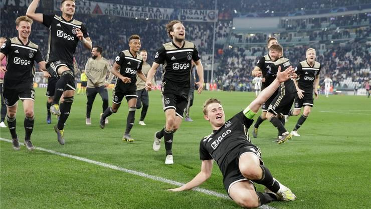 Der 19-jährige Ajax-Captain Matthijs de Ligt (vorne) köpfelte die»jungen Wilden» aus Amsterdam in den Halbfinal. Keystone