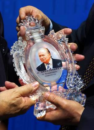 Geschenk einer chinesischen Delegation anlässlich der 100-Jahr-Feier der Fifa 2005