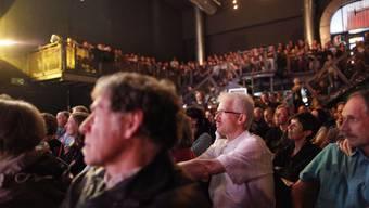 Das Publikum kann an der Mundartnacht immer wieder neue Künstler kennenlernen. (Archiv)