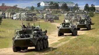 Russisches Grossmanöver Wostok – 300'000 Soladaten sind im Einsatz, 36'000 Fahr- und 1000 Flugzeuge