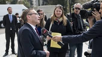 """Der Solothurner CVP-Ständerat Pirmin Bischof nach dem Urteil des Bundesgerichts zu den Medien: """"Ich freue mich unwahrscheinlich und es ist für mich eine echte Überraschung."""""""