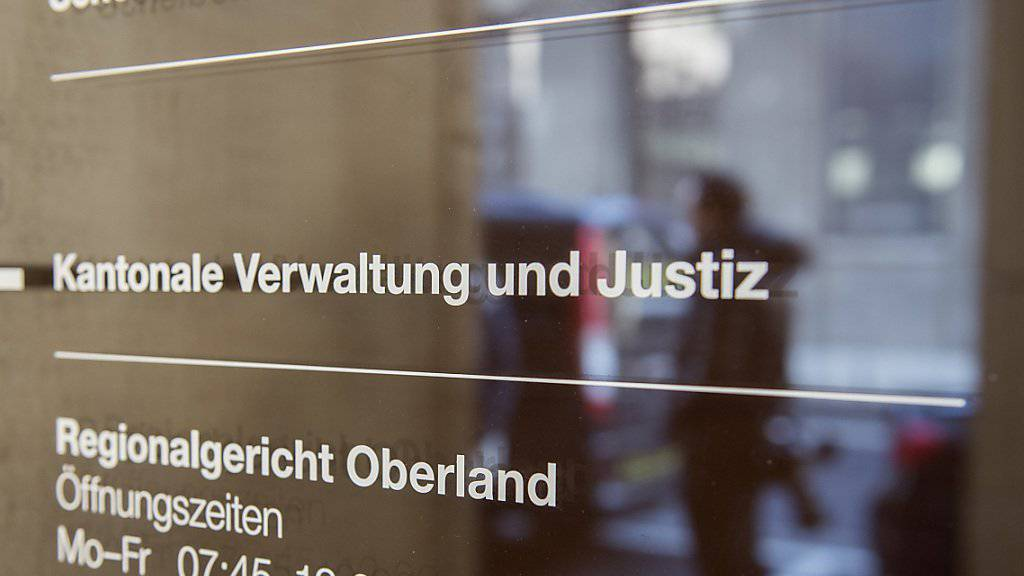 Das Regionalgericht sprach drei ehemalige Spieler des FC Thun vom Vorwurf der Nötigung und Vergewaltigung frei. (Archiv)