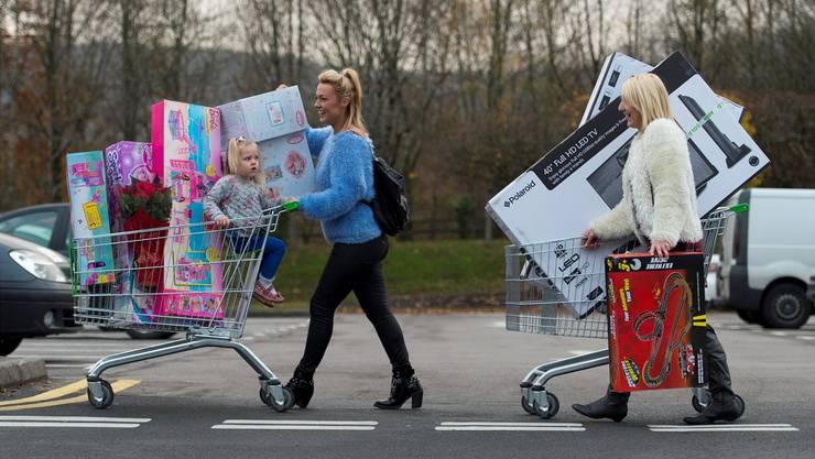 Einkaufen wird günstiger: Mit den Mehrwertsteuern sinken auch die Preise einiger Produkte.