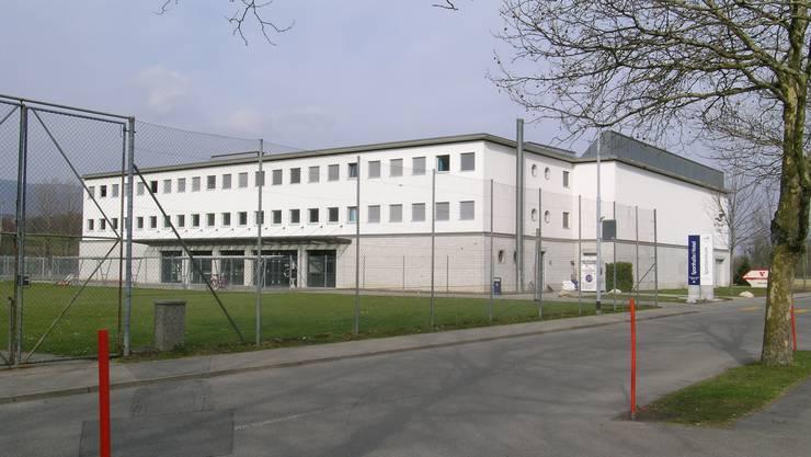 Dreifachturnhalle beim Sportzentrum Zuchwil.