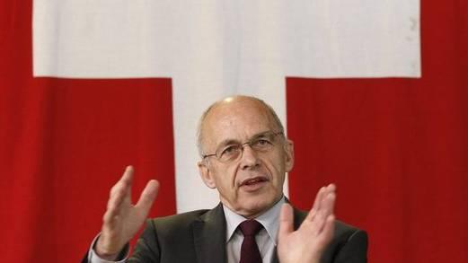 Verteidigungsminister Ueli Maurer muss nachsitzen. (Archiv)