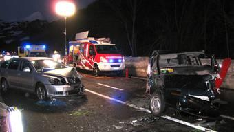 Die Unfallstelle bei Jenaz (Foto: Kantonspolizei Graubünden)