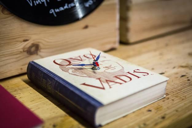 ...oder Uhren aus alten Büchern.