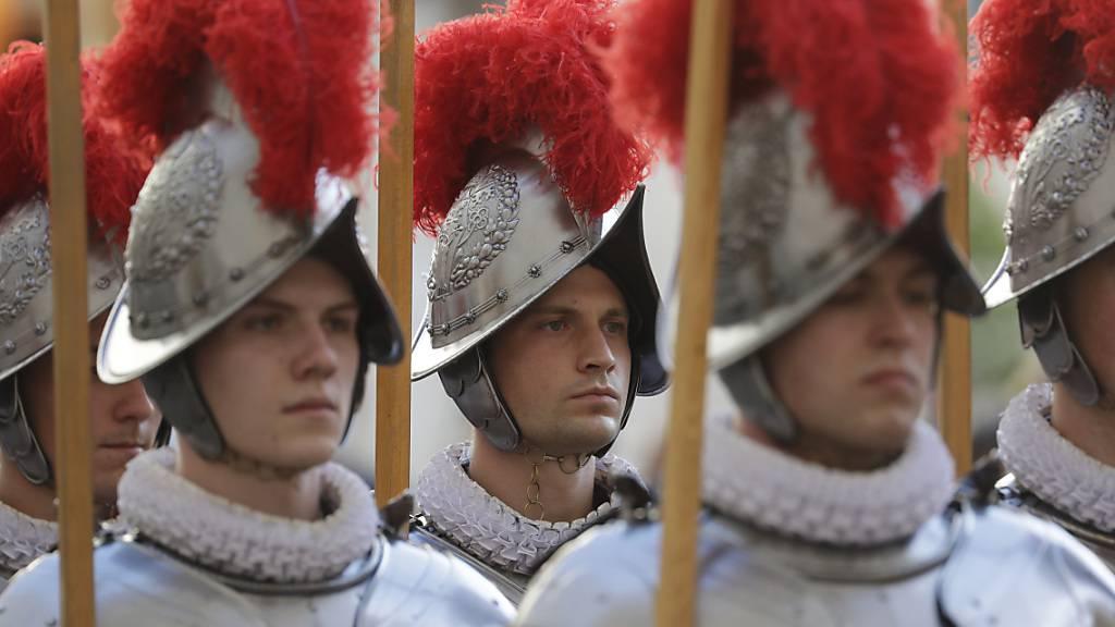 Die neuen Schweizergardisten bei ihrer Vereidigung im Vatikan.