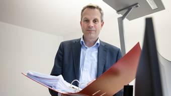 Rolf Niederer führt in der Oensinger Gemeindeverwaltung nach fünfjähriger Abwesenheit wieder Buch.