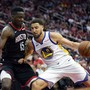 Clint Capela (links) im Duell mit Golden States Topskorer Klay Thompson