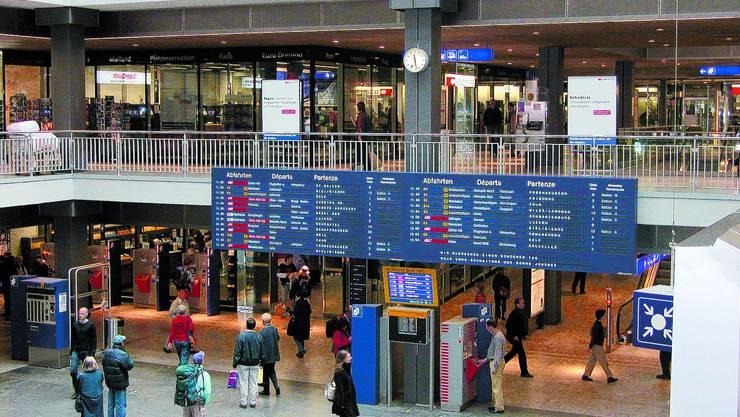 Fehlanzeige: So schnell wird Gerlafingen nicht als neuer Zielbahnhof an der Leuchttafel aufgeführt. (Bild: cab)