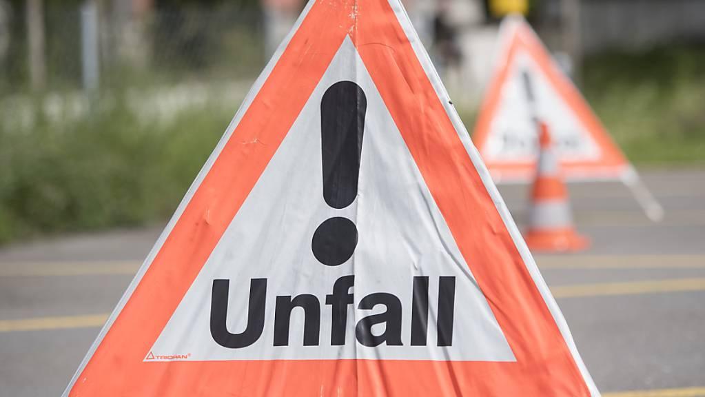 Ein 62-jähriger Velofahrer hat sich am Dienstag bei einem Unfall in Wilchingen verletzt. (Symbolbild)
