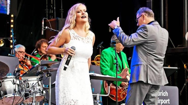 Aktuell verboten: Baumgartner als Sängerin auf der Bühne.