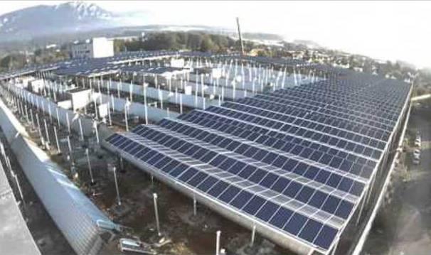 Bau der Photovoltaikanlage auf dem Riverside-Areal in Zuchwil im Zeitraffer