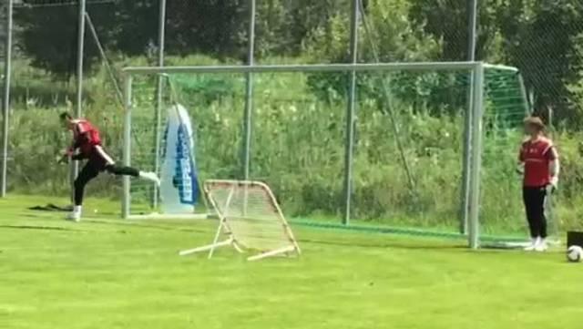 Auch das FCB-Goalietraining ist nicht ohne!