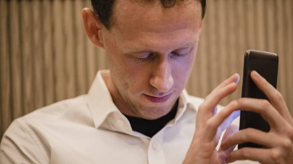 Blinde per «Facetime» im Alltag unterstützen