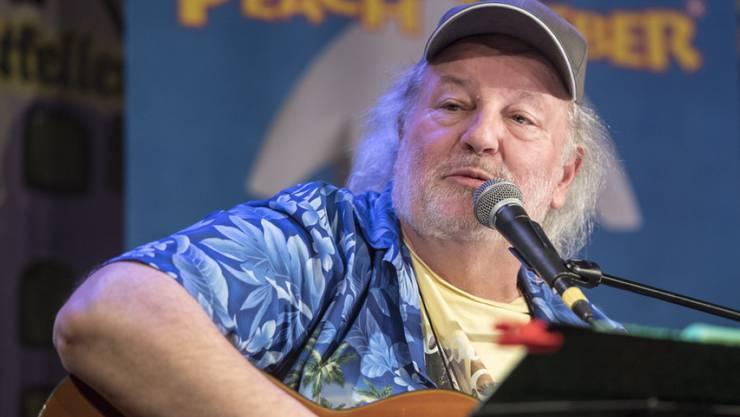Der Aargauer Komiker Peach Weber ist gerne selbstironisch und sagt, ohne Vorlage kein ganzes Lied hinzukriegen. (Archiv)